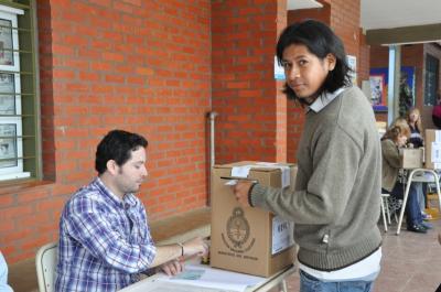 Martín, el mbya guaraní que estudia medicina en Cuba, votó por primera vez